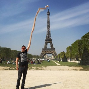 photoshop-eiffel-tower-tourist-photo-sid-frisjes-41