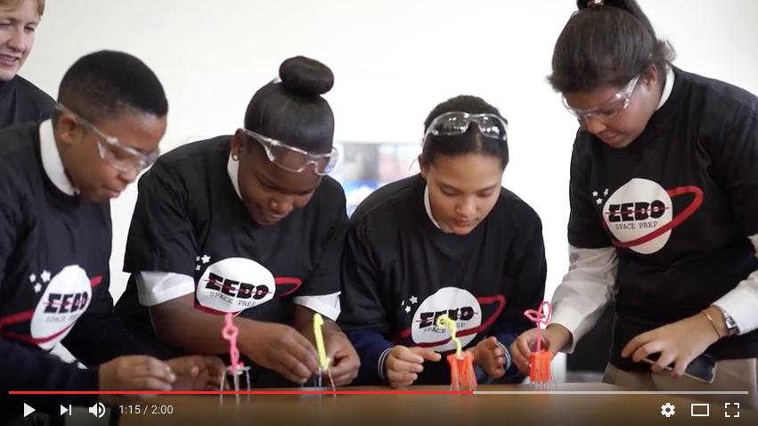 Un satellite fabriqué par des adolescentes africaines  [VIDÉO]
