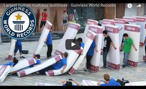 Record du domino humain[VIDÉO]