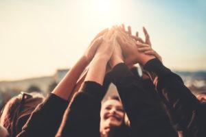 Neurosciences et bienveillance : aider les autres, ça fait du bien !